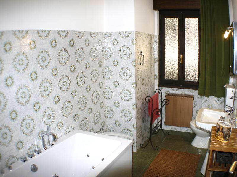 Badezimmer mit Whirlpool für 2 Personen
